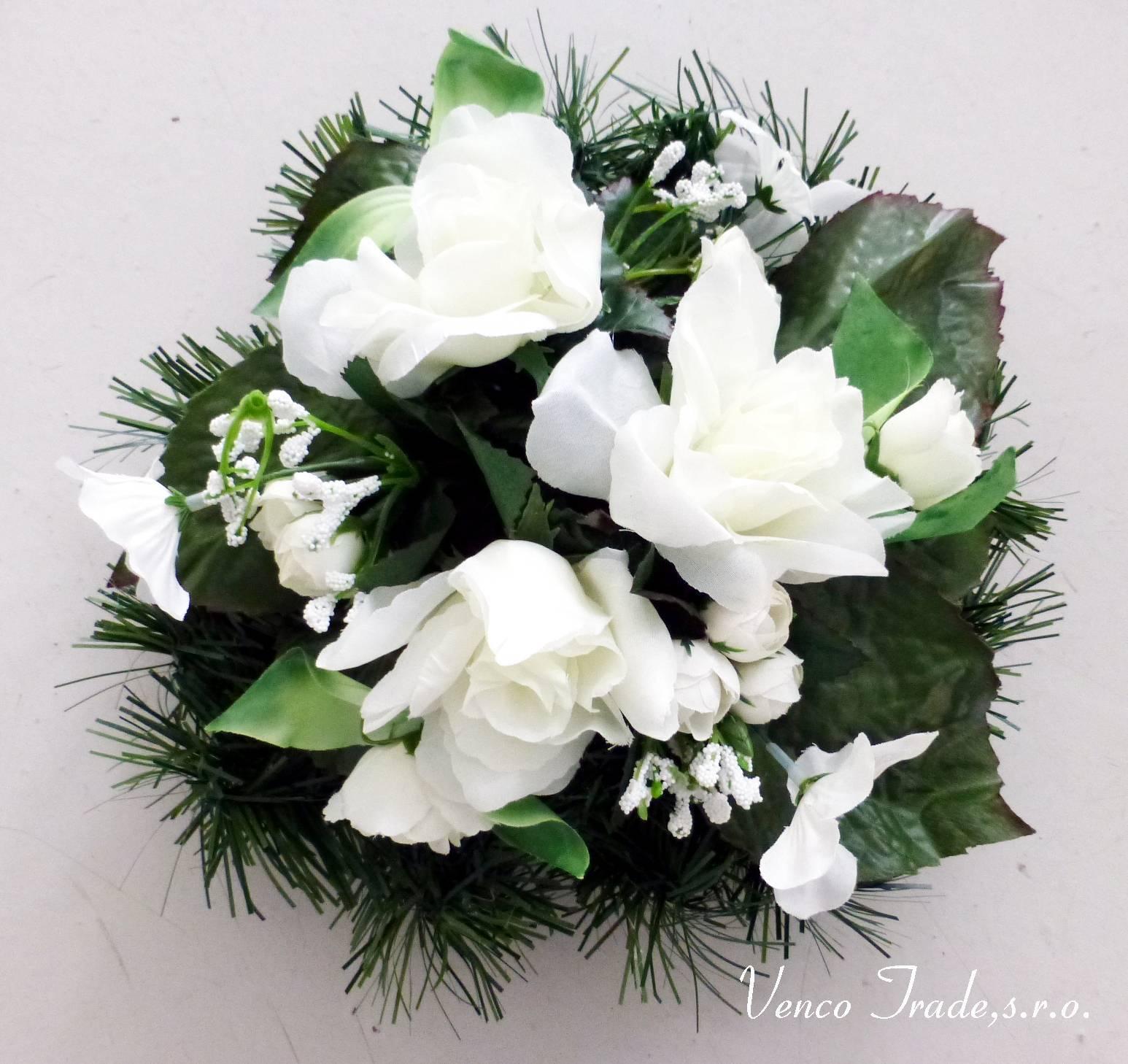 d66b2e117 Dušičkový venček s bielymi ružami